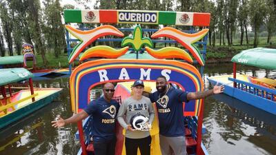 La visita de los jugadores de Rams y Chiefs por Xochimilco y Coyoacán