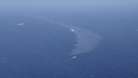 Mancha del petróleo que ha expulsado el carguero iraní 'Sa...
