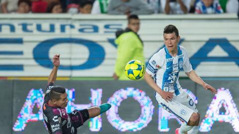 Hirving Lozano falló un penal ante Puebla.
