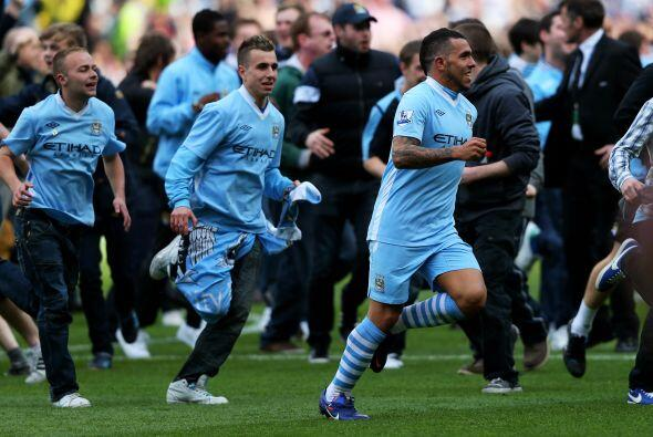 Gritos, festejos, alegría y más entre todo el Manchester City, que acabó...