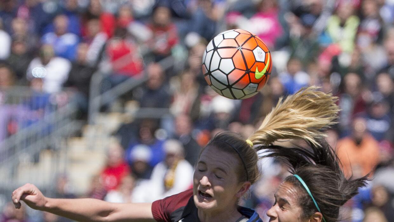 La selección femenina de fútbol en Estados Unidos gana cuatro veces meno...