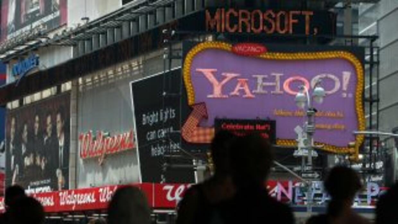 Yahoo actualmente cuenta con más de 14,100 personas en su plantilla labo...