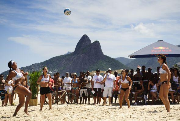Las playas de Río de Janeiro tienen un nuevo dueño. 'Altinha', el juego...
