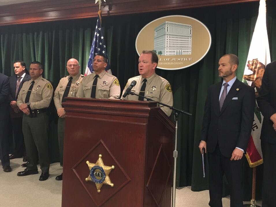 Jim McDonnell, jefe del Sheriff del condado de Los Ángeles, durante el a...
