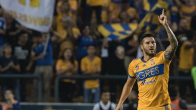 André Pierre-Gignac al frente de los goleadores del Clásico Regio