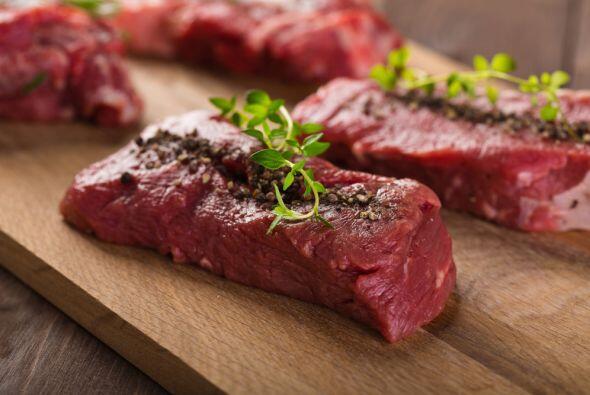 Carne roja.  El cuarto alimento es la carne roja que tiene a su favor lo...