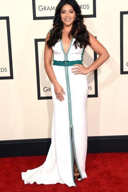 Gina Rodriguez también apostó por un sencillo pero muy lin...