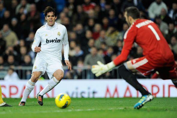 Pero el que jugó muy bien fue el brasileño Kaká. En una jugada colectiva...