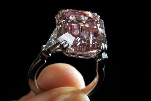 Si siempre has deseado un diamante rosa, quizá este sea el momento que t...