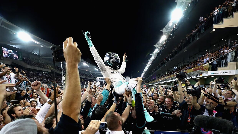 Las hermosas porristas de la NFL brindaron energía y espectáculo  GettyI...