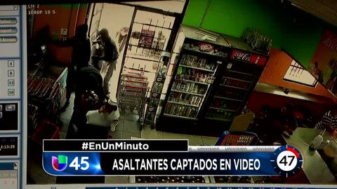 En Un Minuto Houston: Captan en video a asaltantes que irrumpieron en un...