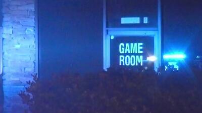 En condición crítica permanece un guardia de seguridad baleado al intentar evitar un robo en una sala de juegos de Houston