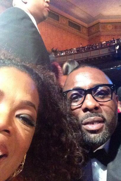 Esta fue la primer selfie que se tomó Oprah, y lo hizo con su amigo el a...