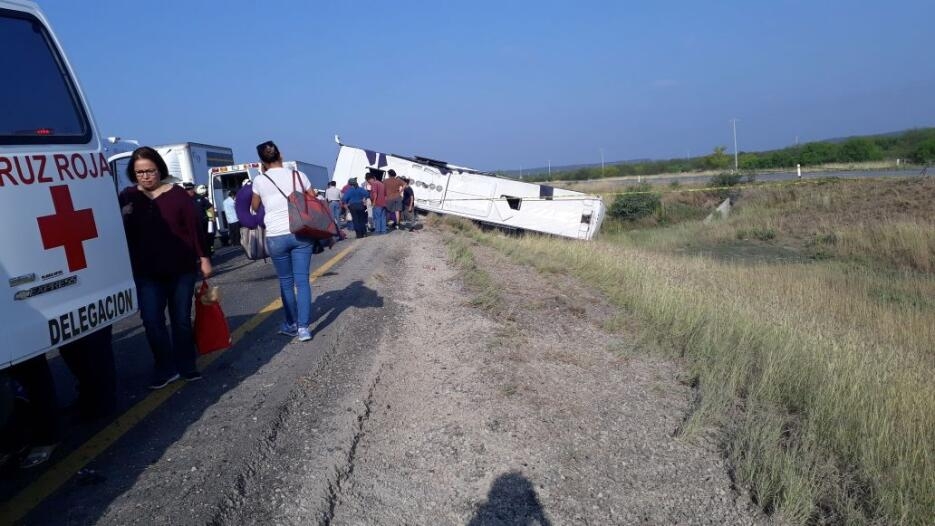 Accidente de autobús de pasajeros que partió de Houston con rumbo a Mont...