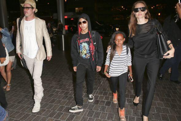 Por último Brad fue padre de dos mellizos, Knox Leon y Vivienne Marcheli...