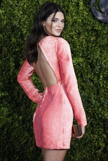 Es en definitiva un vestido que sienta bien a una de las jóvenes del cla...