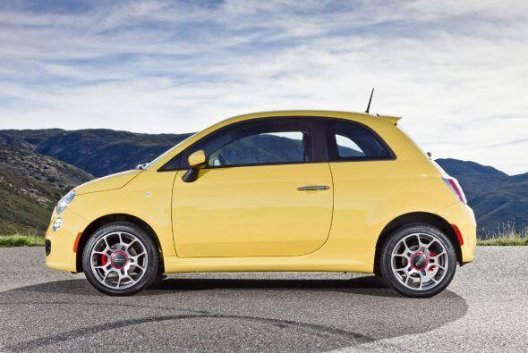 3.- Fiat 500 2012: Es prácticamente imposible no caer rendidos ante el c...