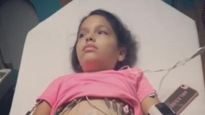 """""""Me dijo que se quiere ir con Dios"""": el dolor de una madre al ver a su hija de 11 años con cáncer"""