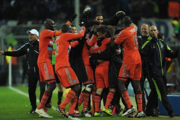 El Olympique festejó en Alemania su pase a octavos de la UEFA.
