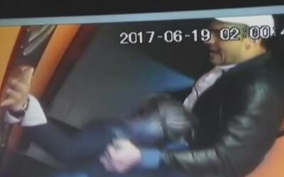 A puñetazo limpio, un hombre golpea a su novia y al sujeto que intentó d...