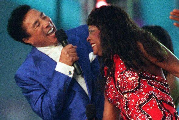 Smokey Robinson y Martha Reeves amenizaron el descanso del Super Bowl XX...