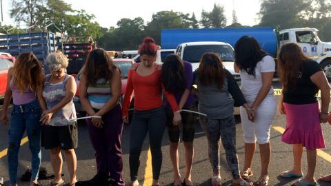 Mujeres presuntamente asociadas a la Mara Salvatrucha son presentadas po...