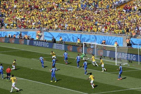 Gracias a los desbordes por la derecha Colombia consiguió el primer gol...