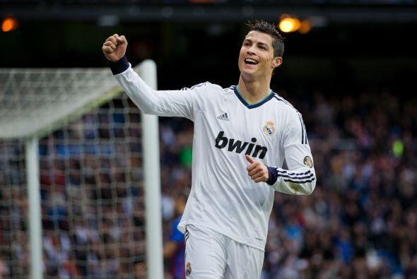 El portugués Cristiano Ronaldo encabeza la lista de fichajes más costoso...
