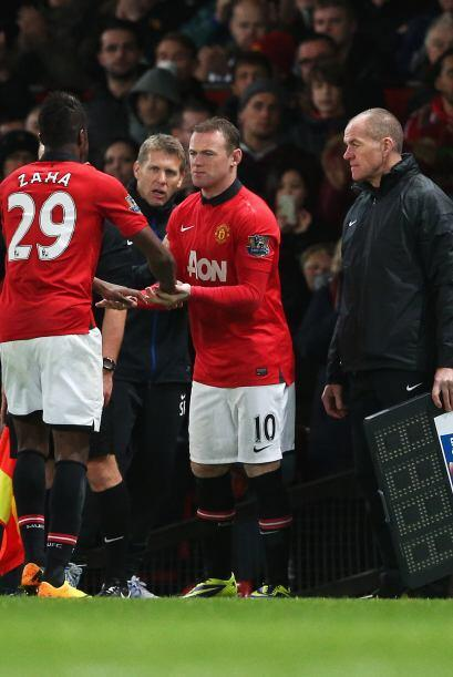 Para los minutos finales, Wayne Rooney entró al campo. Phil Jones...