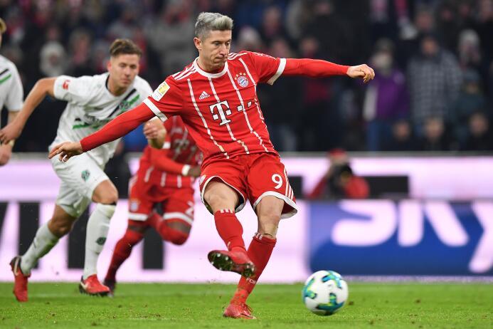 En fotos: Bayern Munich vence al Hannover en partido con polémica del VA...