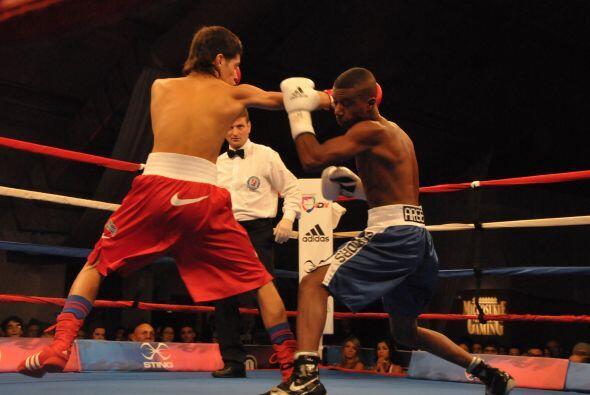 Chacón pagó más y mejores golpes a lo largo de la pelea.