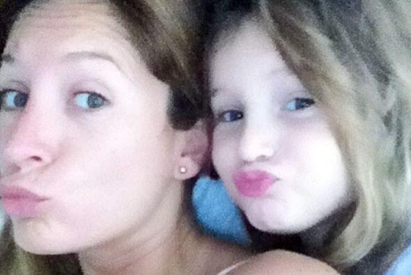 Madre e hija muestran su belleza y se nota que se la pasan de lo mejor.