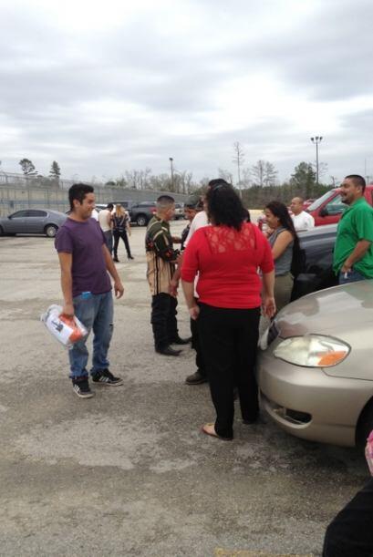 Decenas de indocumentados fueron liberados esta semana de centros de rec...