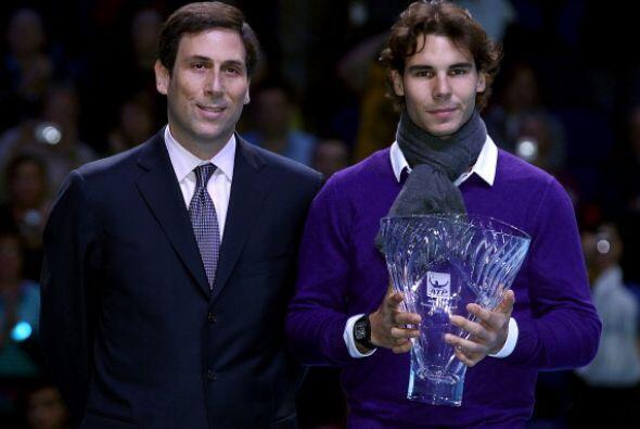 El español Rafael Nadal recibió el trofeo 'Arthue Ashe', el cual premia...