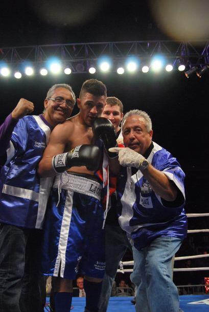 Angelo Santana dio una gran exhicion y se apuntó la victoria para seguir...