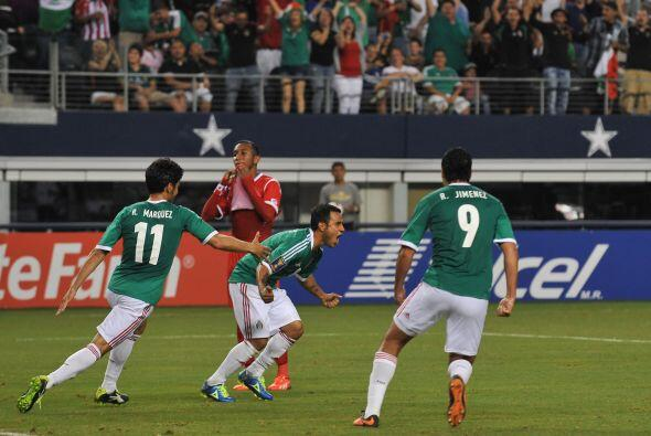 Tras el gol, el cuadro mexicano tuvo algunos minutos de dominio, pero po...