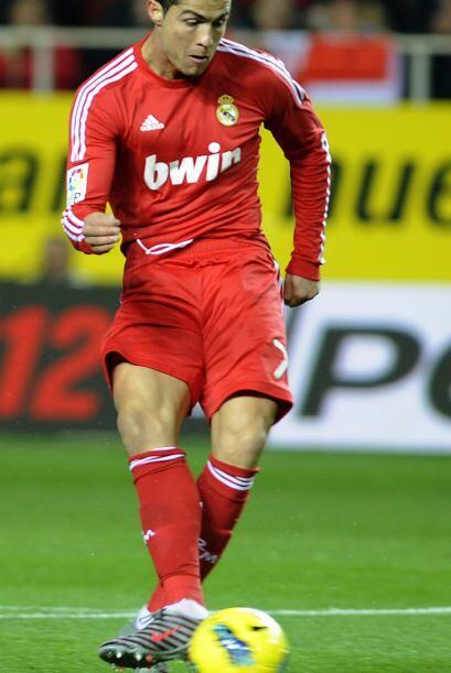 Ronaldo marcó triplete en la goleada del Madrid al Sevilla 6-2.