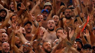 Un texto sexista de origen desconocido se repartió durante el Lazio-Napoli
