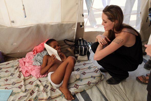 En febrero de 2010 viajó a Haití para visitar a las víctimas del terremo...