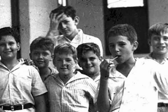 En 1942 Castro ingresó a la institución jesuita Colegio Be...