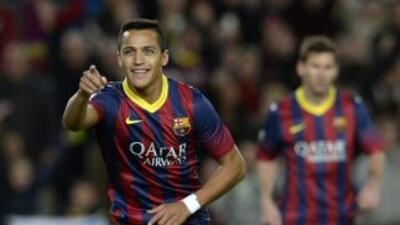 Alexis celebra el gol que anotó a pase de Neymar para darle el triunfo a...