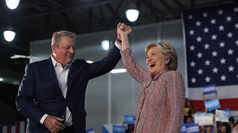 El ex vicepresidente Al Gore hace campaña con la nominada dem&oac...