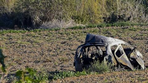 Restos del automóvil de la periodista Daphne Caruana Galizia tras la exp...