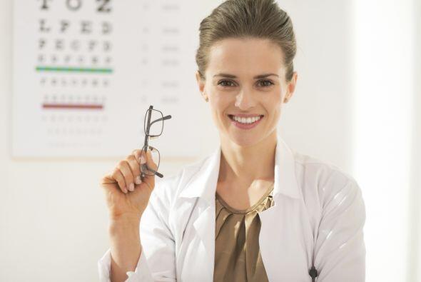 Es lo mismo un oftalmólogo que un optometrista: mito. El oftalmólogo es...