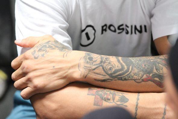 Su afición por los tatuajes no para, ¿será que seguirá haciéndose más?
