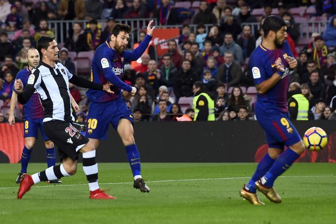 En fotos: Messi comanda la fiesta del Barcelona gettyimages-902226178.jpg