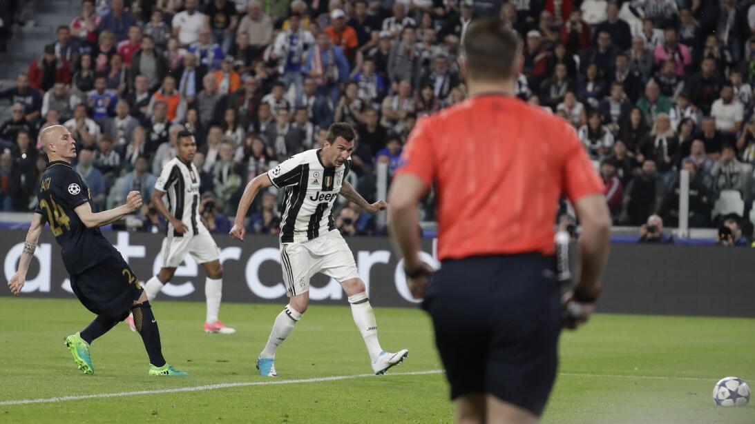 ¿Finalmente Buffon será recompensado con 'La Orejona'? AP_17129701377434...