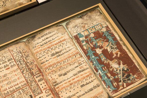 Este manuscrito es uno de los cuatro documentos antiguos mayas que sugie...