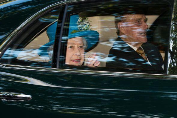 La Reina a su salida. Mira aquí los videos más chismosos.