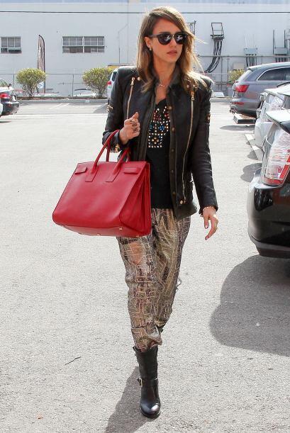Jessica Alba es otra famosa con un súper 'street style'. ¡Todo el tiempo...